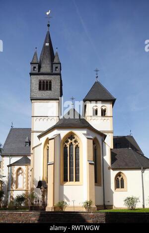 Katholische Kirche St. Martin, UNESCO Weltkulturerbe Oberes Mittelrheintal, Lahnstein, Rheinland-Pfalz, Deutschland Stockbild
