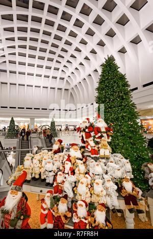 Galeria Kaufhof, Weihnachtsbaum, Kaufhaus, Atrium, moderne Architektur, Alexanderplatz, Berlin Stockbild