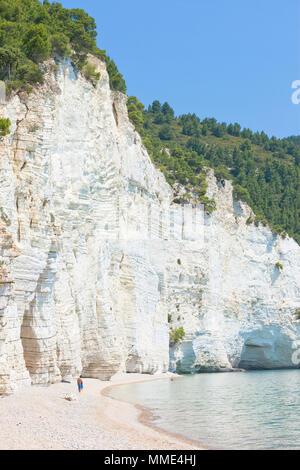 Vignanotica, Apulien, Italien - Besuch der Kreidefelsen von Vignanotica Stockbild