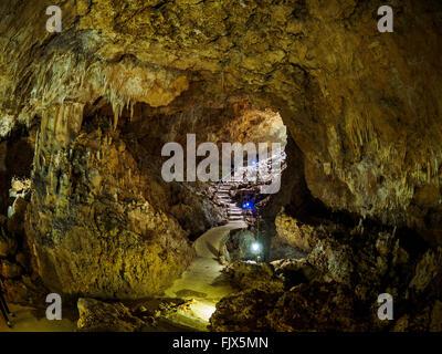 Schritte In der Höhle Stockbild