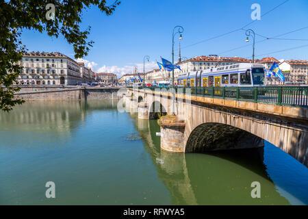 Anzeigen von Pont Vittorio Emanuele und Po, Turin, Piemont, Italien, Europa Stockbild