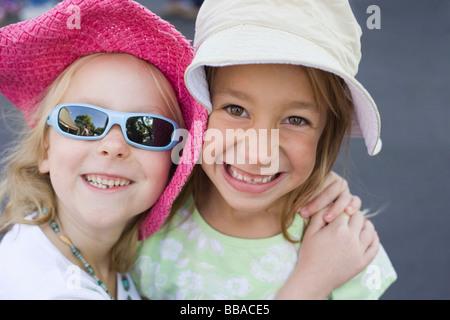 Zwei junge Mädchen, Porträt Stockbild