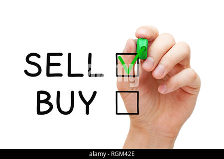 Hand grüne Häkchen auf Verkaufen Ausdruck der Wahl zu verkaufen nicht auf Transparenten zu kaufen Board abwischen. Stockbild