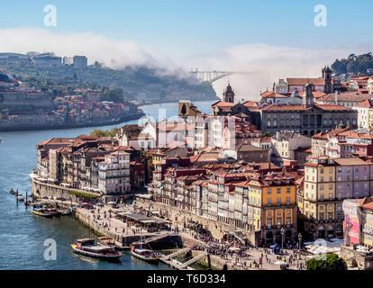 Douro Fluss und das Stadtbild von Porto, Erhöhte Ansicht, Portugal Stockbild