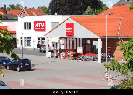 Shopping Mall mit ATU Auto Teile Unger und Penny Market, Achim, Niedersachsen, Deutschland, Europa ich das Einkaufszentrum mit ATU Auto Teile Unger und Penny-Ma Stockbild