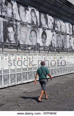 Italien, Kampanien, Neapel, historischen Zentrum als Weltkulturerbe von der UNESCO, der Piazza del Plebiscito, Portraits, in Erinnerung an die Opfer Der camorr Stockbild