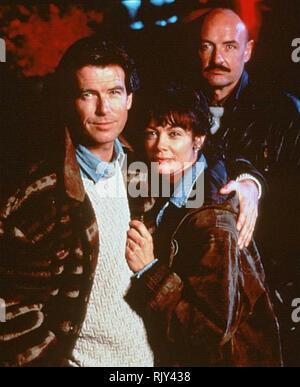 Sprich nicht mit Fremden 1994 MTE Film mit Von links: Pierce Brosnan, Shanna Reed, Terry O'Quinn Stockbild