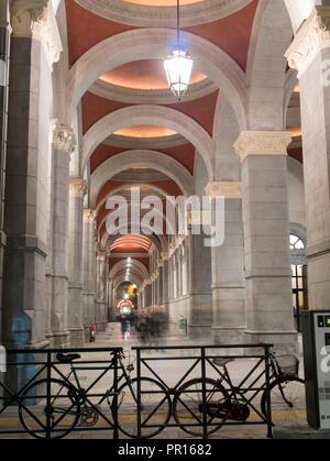 Bahnhof Porta Nuova Arcade, Turin, Piemont, Italien, Europa Stockbild