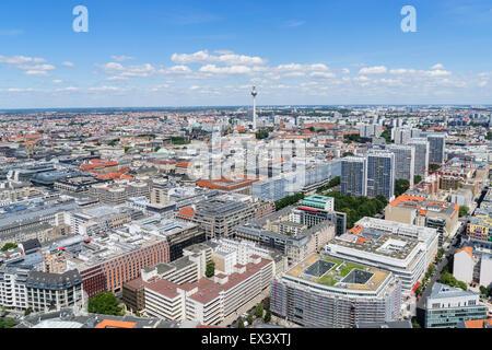 Tagsüber Skyline-Blick auf Berlin mit Fernsehturm oder Fernsehturm in Deutschland Stockbild