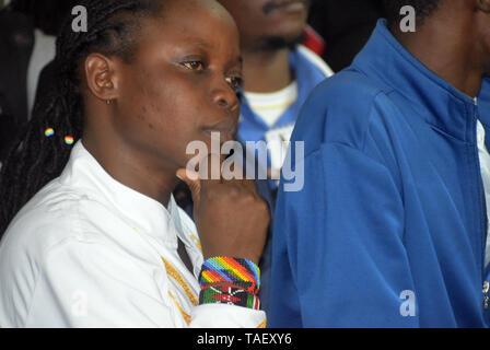 Ein Mitglied der LGBT gesehen Reagieren während der gerichtlichen Entscheidung. Lesben, Schwule, Bisexuelle und Transgender (LGBT) Personen in Kenia rechtliche Herausforderungen. Sie ordnete einen Fall vor Gericht plädierte für ihre Rechte anerkannt werden, und der Gerichtshof Kolonialzeit Gesetze, die Gay Sex unter Strafe abzuschaffen. Jedoch in dem Urteil des Gerichtshofs hat das Gericht die Gesetze. Stockbild