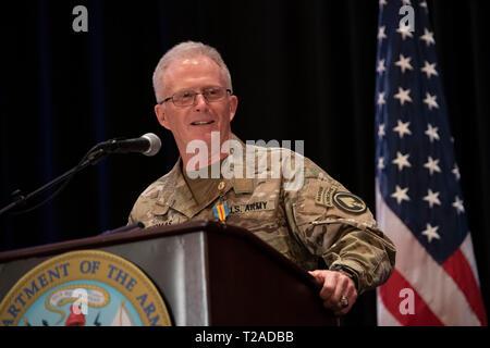 Der Kommandant der US Special Operations Command, General Raymond A. Thomas III, liefert Erläuterungen während seiner Pensionierung Zeremonie nach fast vier Jahrzehnten des Wehrdienstes bei der Macdill Air Force Base, 29. März 2019 in Tampa, Florida. Stockbild