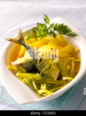 Makrelen und Gemüse Stockbild