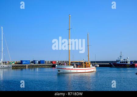 Klinholm Havn, Moen Island, Dänemark: Die Entdeckung segeln cutter Ansätze der Port nach einem Ausflug mit Touristen. Stockbild