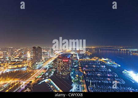 Luftaufnahme der Innenstadt von San Diego in der Nacht Stockbild