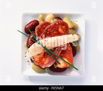 Tapas mit Chorizo und rote Bohnen Stockbild