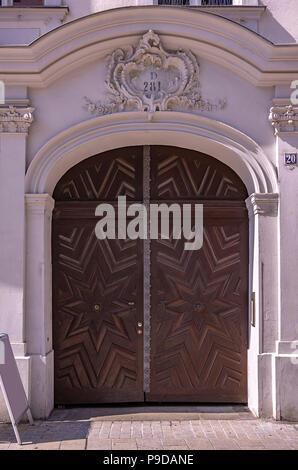 Augsburg, Bayern, Deutschland - historische Haus Portal der Philippine Welser Straße 20. Stockbild
