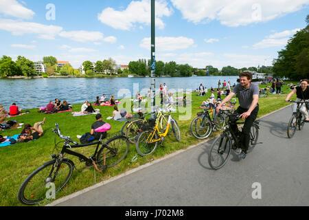 Sommertag im Treptower Park in Berlin Deutschland Stockbild