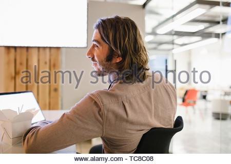 Unternehmer Arbeiten am Laptop im Konferenzraum treffen Stockbild