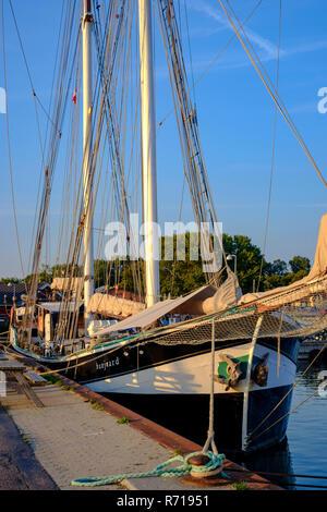 Der Schoner BANJAARD am Kai im Hafen von klintholm Havn, Moen Island, Dänemark, Skandinavien, Europa. Stockbild
