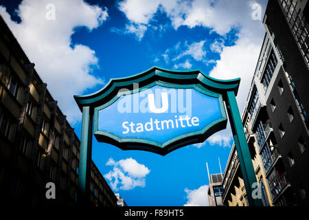U-Bahnstation Stadtmitte, Berlin, Deutschland Stockbild