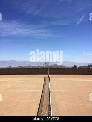 Tennisplatz in der Wüste Stockbild
