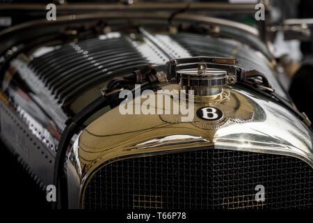 1928 Bentley Speed Six Bentley 4,5 Liter des Belles im Fahrerlager am 77. Goodwood GRRC Mitgliederversammlung, Sussex, UK. Stockbild