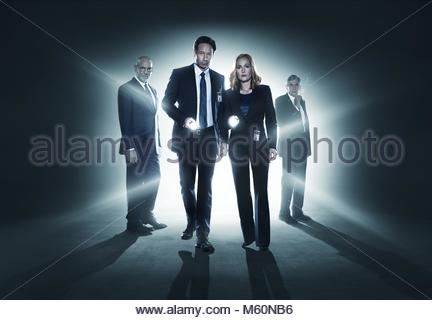 MITCH PILEGGI DAVID DUCHOVNY GILLIAN ANDERSON & William B. DAVIS DER X-Dateien; die X-Dateien (2016) Stockbild