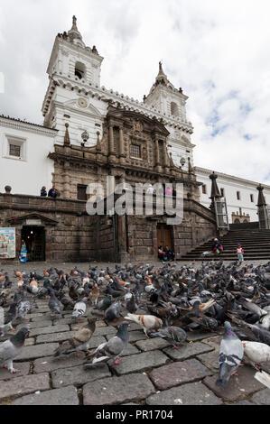 Das Kloster von San Francisco, Ecuador's älteste Kirche, im Jahre 1534 gegründet, UNESCO-Weltkulturerbe, Quito, Ecuador, Südamerika Stockbild