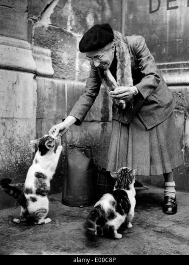 Frau mit katze alte Eine alte