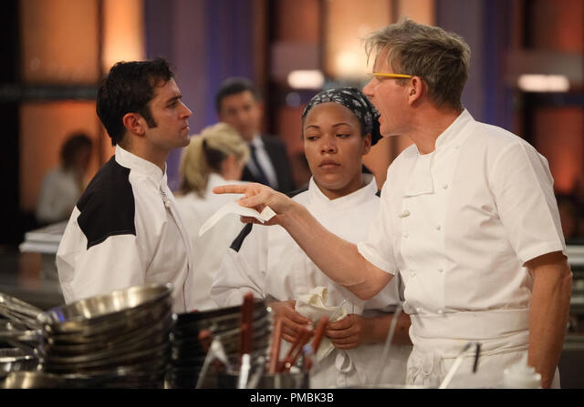 Hell S Kitchen L R Kandidaten Scott Kashia Und Chef Ramsay Beim Abendessen Service In Hell S Kitchen Stockfotografie Alamy