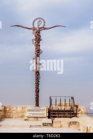 Serpiente de Bronce Monument, el Monte Nebo, la Gobernación de Madaba, Jordania Imagen De Stock