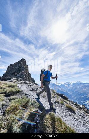 Caminante en Mont Cervin, Cervino, Valais, Suiza Imagen De Stock