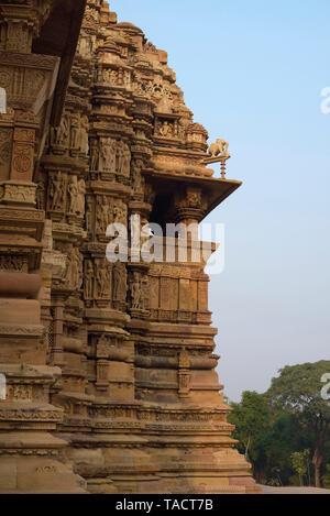 SSK - 252 La exquisita arquitectura antigua de un templo hindú dedicado a señor Shiva denominada Kandariya Mahadev Khajuraho, Madhya Pradesh, India Asia el 12 de diciembre de 2014 Imagen De Stock