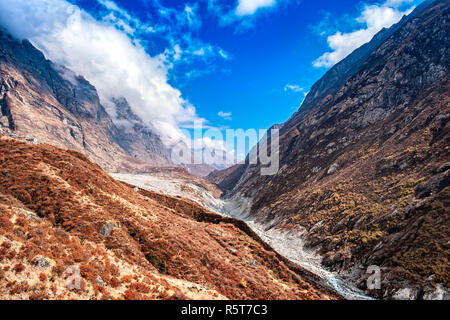 Nepal, Langtang valle con casi seco río Langtang. Imagen De Stock