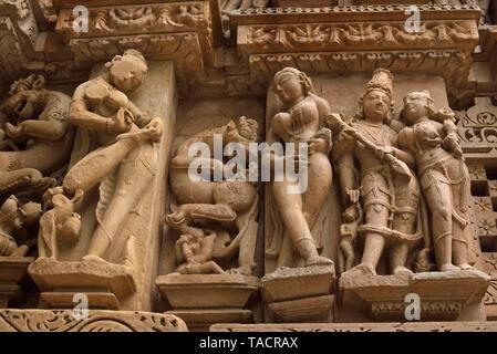 - 614 SSK bellamente y exquisitamente ordenados Jain temple nombran como templo Parshvanath con esculturas y tallas Khajuraho, Madhya Pradesh, India Asia el 14 de diciembre de 2014 Imagen De Stock