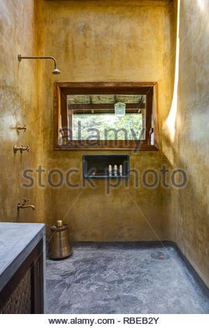 Baño Ducha. Jalakara Villa Hotel, Islas Andamán y Nicoar, India. Arquitecto: Ajith Andagere, 2016. Imagen De Stock