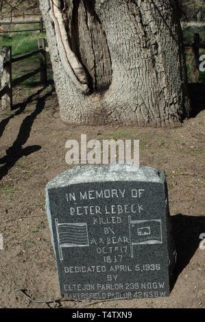 La tumba de Pedro Lebeck fue asesinado por un oso en 1817, cerca de Lebec, California, memorial en Fort Tejon. Fotografía Digital. Imagen De Stock