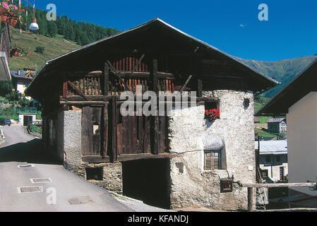 Trentino pejo típica casa Imagen De Stock