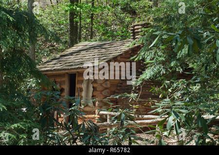 Registro de Cherokee estilo casero después del contacto europeo, Aldea Qualla Oconaluftee, Reserva, Carolina del Norte. Fotografía Digital. Imagen De Stock