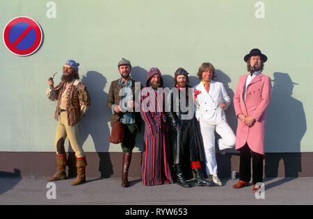 La banda de rock inglés Jethro Tull. De izquierda a derecha: Ian Anderson, Dave Pegg, Martin Barre, Paul Burgess, John Evan, Gerry Conway. 1982 Imagen De Stock