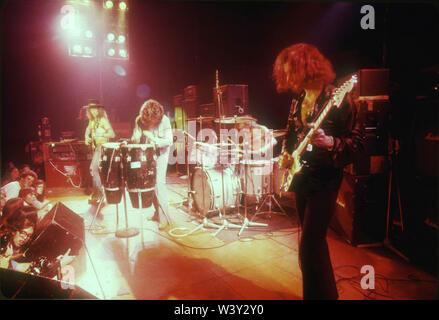 LONG BEACH, CA - 15 de abril: músicos, Jon Lord, Roger Glover, Ian Gillan, Ian Paice y Ritchie Blackmore de Deep Purple en conciertos en Long Beach Arena el 15 de abril de 1973 en Long Beach, California. Imagen De Stock