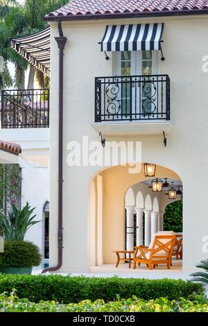 Porche y espacio exterior en casa de lujo, Naples, Florida, EE.UU. Imagen De Stock