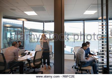 La sala de reuniones en la oficina Imagen De Stock