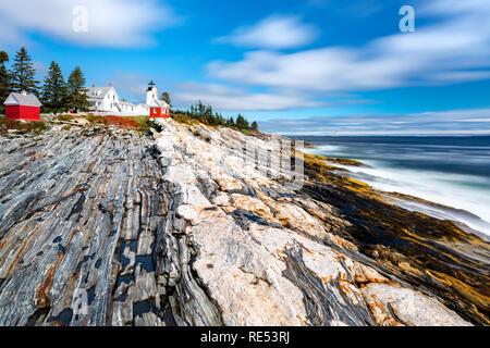 Pemaquid Punto de Luz. La luz es un punto Pemaquid nos histórico faro situado en Bristol, en el condado de Lincoln, Maine, en la punta de la Pemaquid cuello. Imagen De Stock