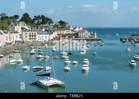 Francia, Morbihan, Belle-Ile isla Sauzon, vista sobre el puerto Imagen De Stock