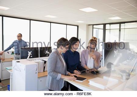 Reunión de empresarias en Office Imagen De Stock