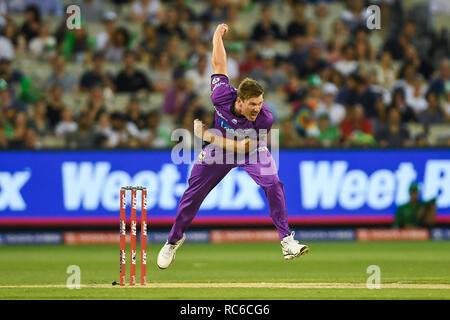 14 de enero de 2019, el campo de críquet de Melbourne, Melbourne, Australia; Australia, Melbourne Cricket Bash grandes estrellas versus Huracanes Hobart; James Faulkner de la Hobart huracanes cuencos la bola Imagen De Stock