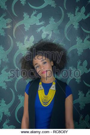Retrato de mujer joven de raza mixta (25-30) Imagen De Stock