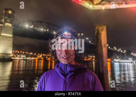 Runner con faro urbano en North Vancouver, Canadá Imagen De Stock