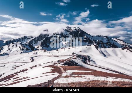 Paisaje de montañas nevadas, Dolomitas, Italia Imagen De Stock